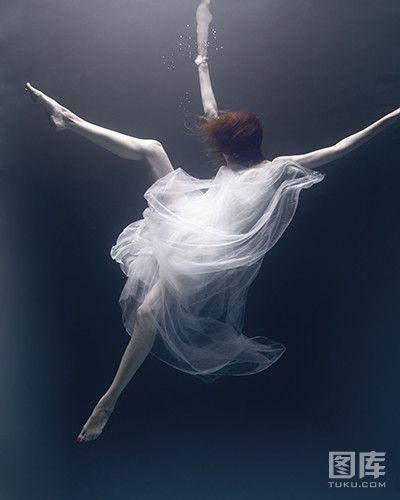 唯美梦幻水下摄影 宛若海底女神