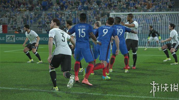《实况足球2017》游戏截图