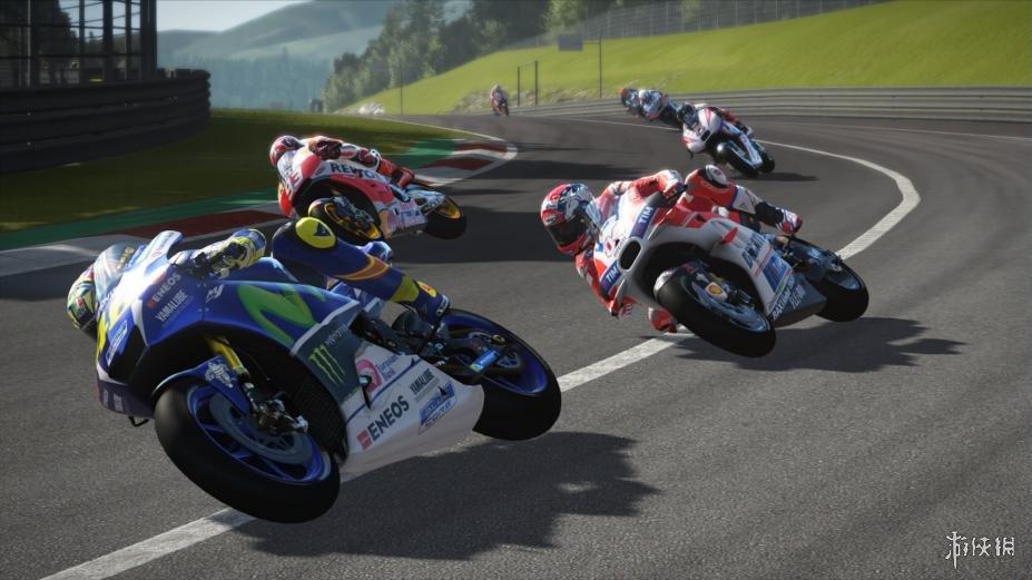 《世界摩托大奖赛17》游戏截图(1)