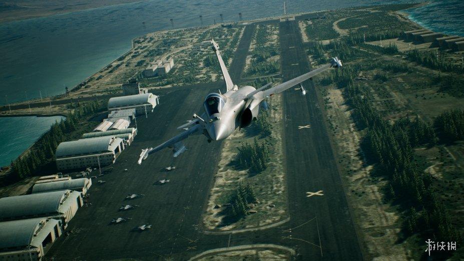 《皇牌空战7:未知空域》游戏截图2