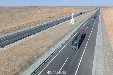 世界上穿越沙漠戈壁里程最长的高速 京新高速今日全线通车